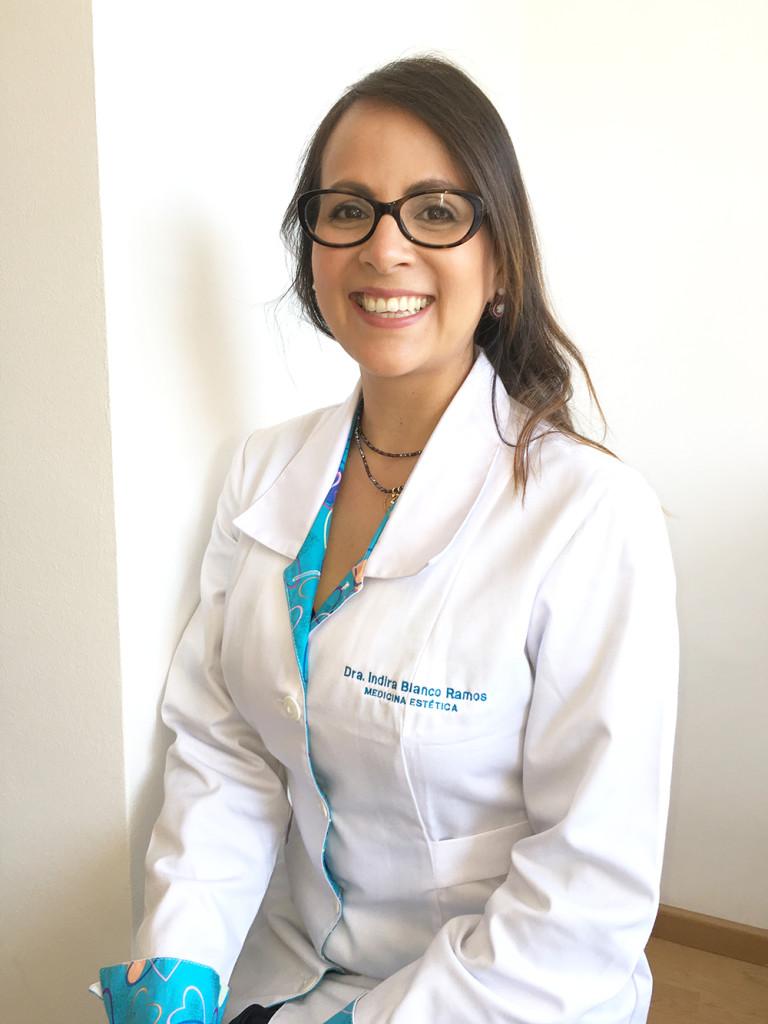 doctora_Indira_blanco
